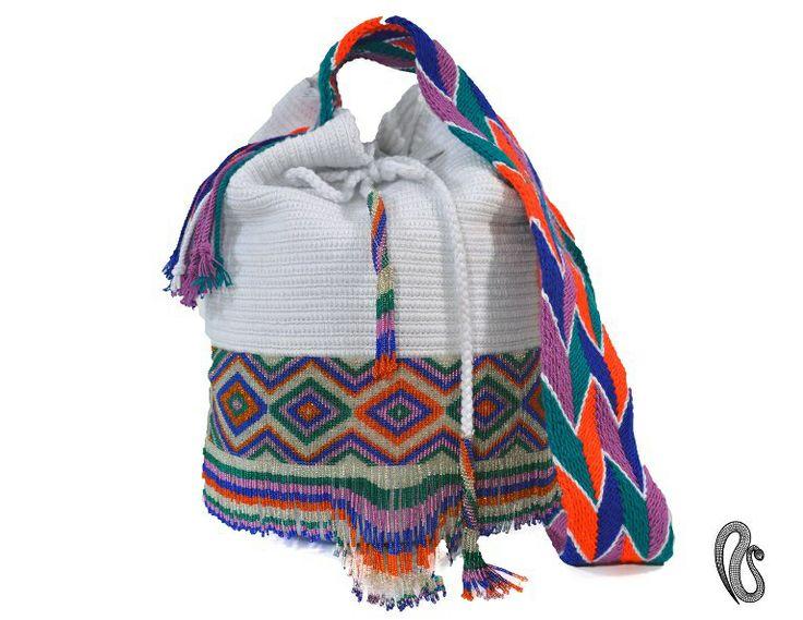 Ref : Mochila Najash Mochilas elaboradas por la Comunidad Indígena Wayuu con apliques en chaquiras  elaborados por los indígenas Embera Chami, dos culturas.... dos historias una misma #tentación