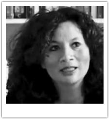 Debbie Bernasco is uitgever en bedenker van StorytellingMatters. In het dagelijks leven is zij partner en communicatie-strateeg bij BERNAS, dat merken tot leven brengt met storytelling. Het binden van mens & merk en fans creëren door middel van strategie en uitvoering, daar gaat het haar om.   Haar grote passies zijn filmen en fotografie.