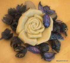 Gli Alchimisti: Rosa Lenitiva - ricetta per un sapone adatto a pelli delicate che tendono ad arrossarsi
