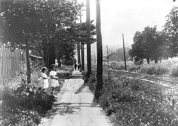 Eglinton Avenue looking west from Yonge Street, Toronto, 1922