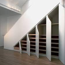 Trappe til loft med indbyggede skabe