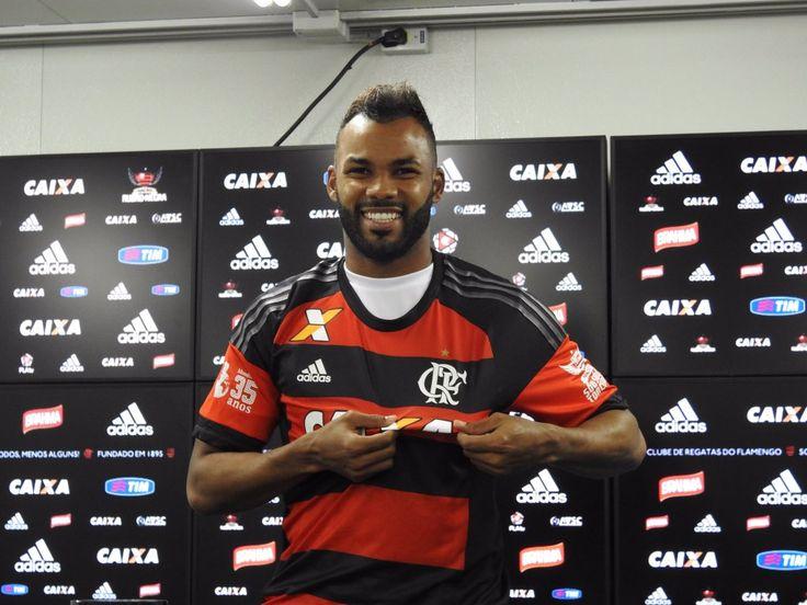 """Fernandinho compara Fla ao Grêmio: """"Tem história maior e torcida diferente"""" #globoesporte"""