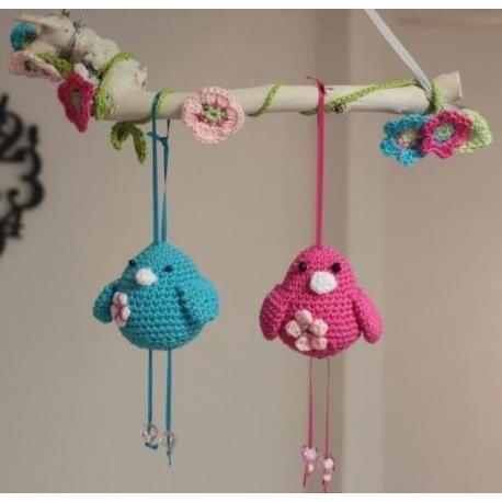 Vogeltjes aan een tak. De schattige vogeltjes die heel Pinterest al over zijn gegaan. Gratis patroon op dolopwol.com