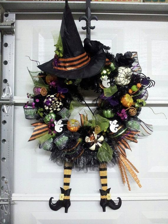 Items similar to HALLOWEEN SKELETON WREATH on Etsy