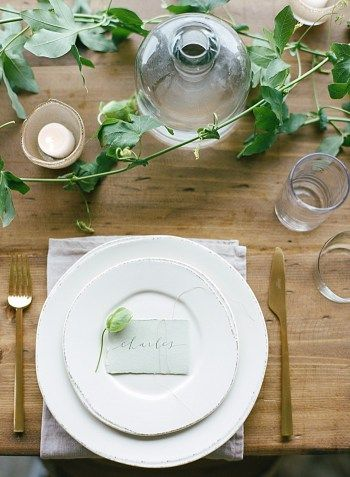 Casual elegant wedding tablescape with wooden details | Pippin Hill Bridal Shoot | Jo Photo