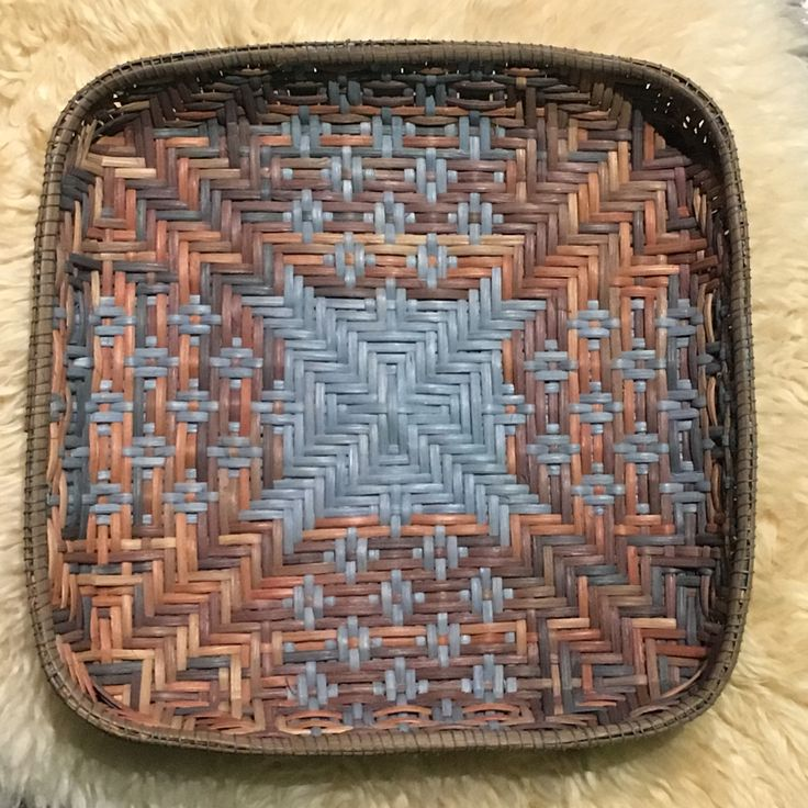 119 Spring Tray pattern by Laura Lee Zanger, woven in an autumn space dyed and blue reed by Valentina Hall.