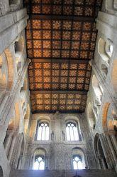 Le joli plafond en bois de la cathédrale