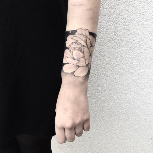 """hell-patrol: """" peony to cover some scars #peony #rose #flower #tattoo #blackwork #dotwork #dotworktattoo #themagicsociety #pforzheim (hier: The Magic Society) """""""