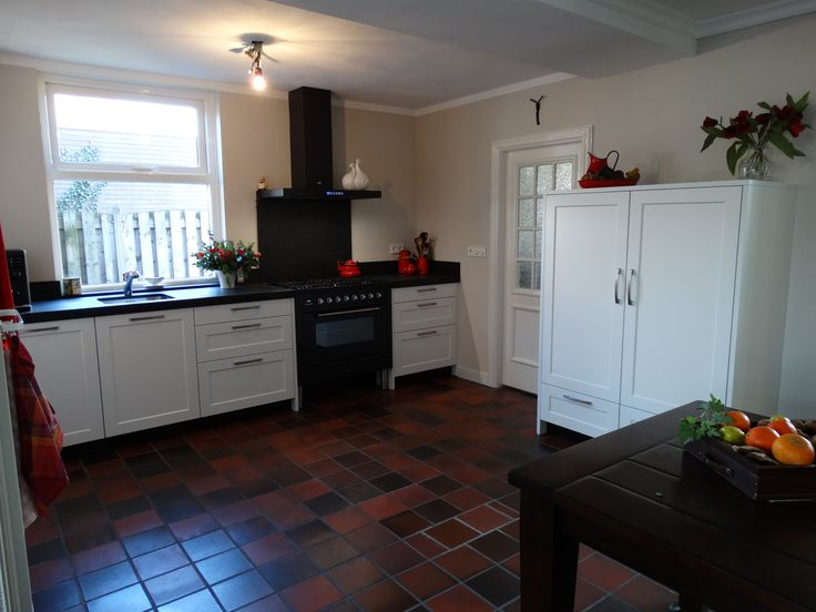 25 beste idee n over witte granieten keuken op pinterest keuken granieten aanrecht licht - Keuken zwarte tegels en witte ...
