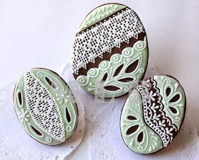 Today I'll show you again Easter cookies.   Friends, if you want to learn how to work with royal icing   and do fine and delicate de...