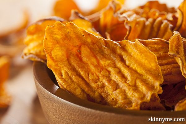 Baked Sweet Potato Chips, so yummy!! The perfect snack. #sweetpotatoes #bakedchips