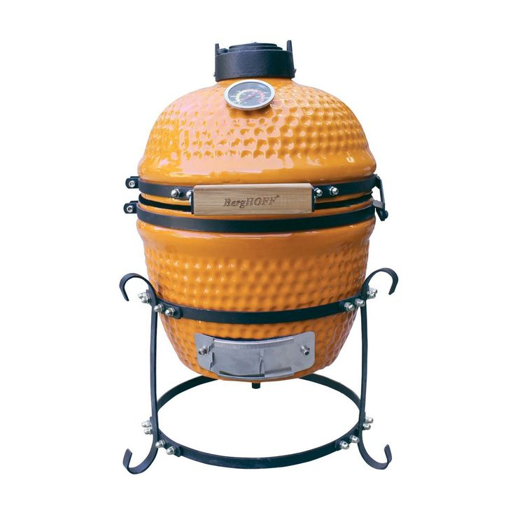 Grilling and roasting, baking and smoking, this grill offers a wide range of options. At just 23 inches tall, it's freat for smaller porches and patios, along with being ideal for camping too.