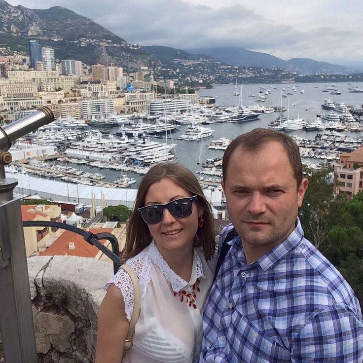 #Rocher #monaco дорогие машины, огромные яхты, голубое море, высокие горы, шикарные отели и рестораны, казино. Кстати туда мы и ходили в казино #монтекарло  играли в рулетку, но фортуна отвернулась от нас. by ekaterina_bartoshevich from #Montecarlo #Monaco