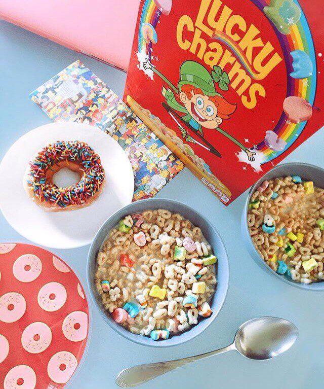 Lucky charm, хлопья с молоком, завтрак, пончик, еда для детей