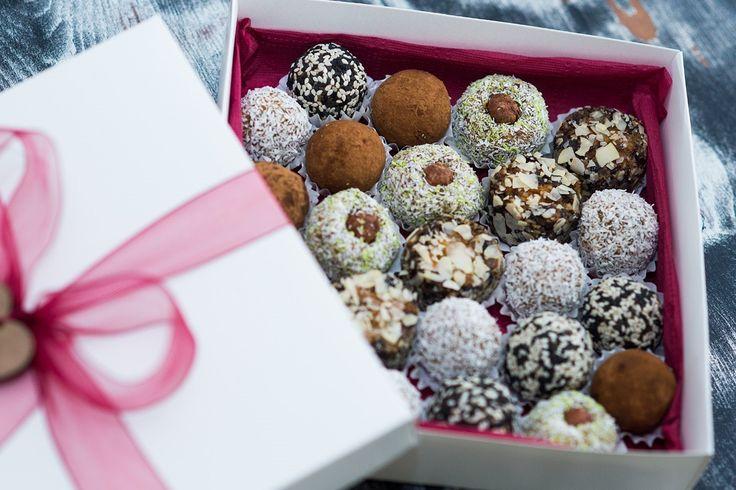 Натуральные сладости из орехов, семечек, ягод и сухофруктов. Подарочный набор на 25 конфет.