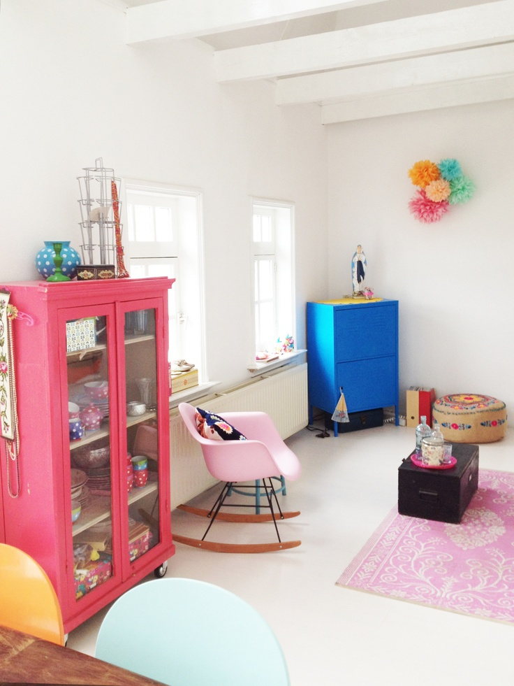 colourPOPs: HOME SWEET HOME by Sanne Eva - I like the angle of the blue chest and the size of the pink one.