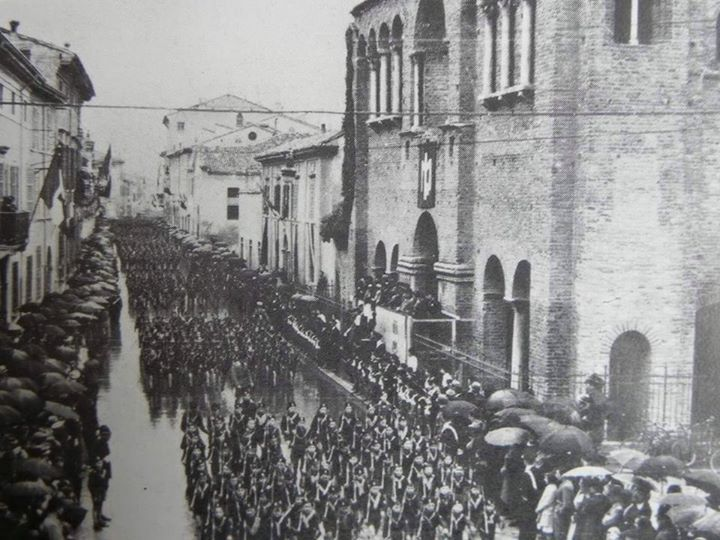 May 2nd, 1937: Parade of Legions in Via Roma. Thanks to Roberto Stanghellini for the picture - Photo by C'era una volta Ravenna on Facebook [ #ravenna #myRavenna]