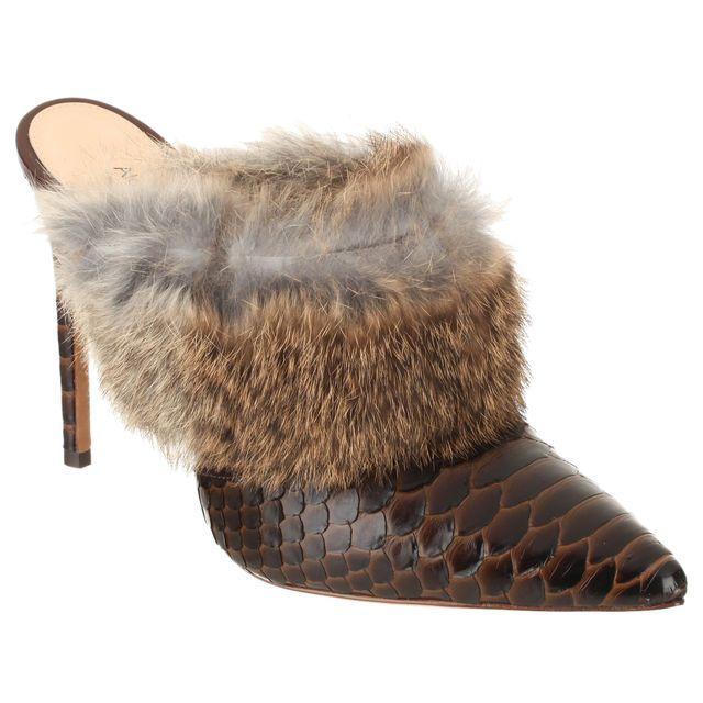 Mules en python et fourrure de lapin Alexandre Birman, cliquez sur l'image pour shopper #bazarchic #mode #fashion #python #lapin #fur #fourrure #shoes #chaussures #mules #talons #heels