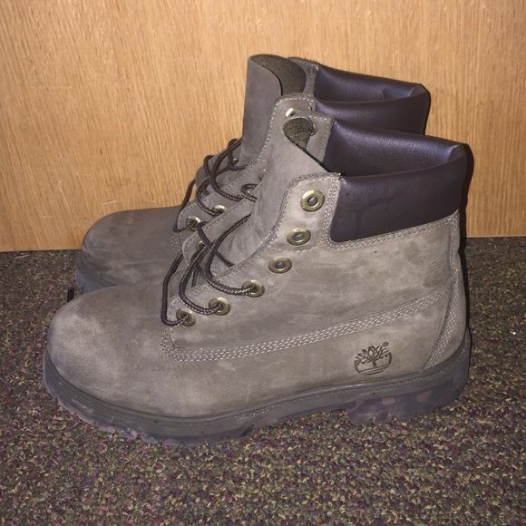 Olive green Timberland classic boots Boys size 7, women's size 8- 8.5, olive green timberlands, bottoms are camouflage, Timberland Shoes Winter & Rain Boots