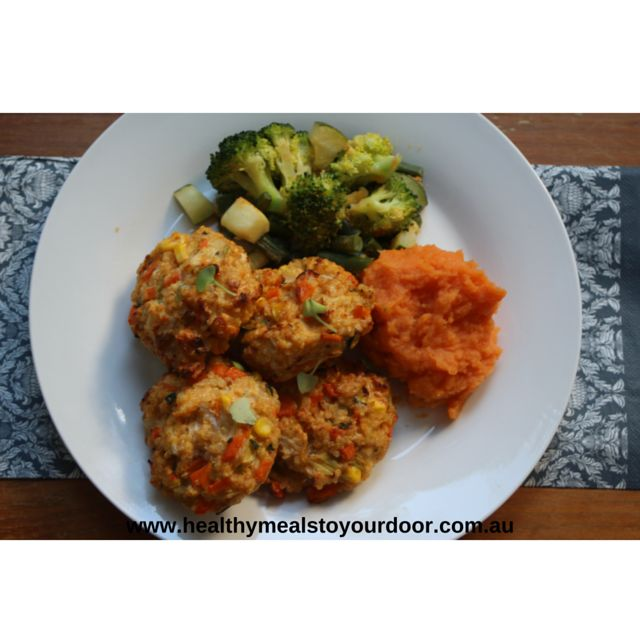 What are everyone's new years resolutions? If it's to eat healthier, then these quinoa patties with steamed vegetables can do no harm!  ‪#‎healthymealdelivery‬ ‪#‎newyearsresolution‬ ‪#‎brisbane‬