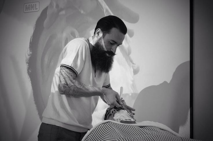 The back hand shaving motion during LJK Barber College @ Malaga- Spain