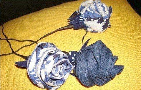 Розы из джинсовой ткани