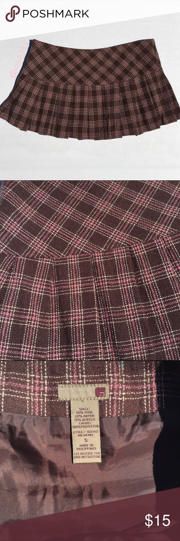 F21 ✏️ pleated plaid skirt This pleated plaid mini skirt allows you to look sweet and sexy.   The skirt features a plaid of pink and cream, a hidden side zipper, and satiny lining. The lining does have a couple water mark spots.   Pair this number with a button down blouse and heels for a sassy secretary/ school girl look or with cable knit leg warmers and a chunky sweater for a sweet cozy look. Forever 21 Skirts Mini
