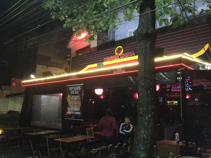 O Center China é um restaurante Chinês e Japonês na Tijuca, no Rio. Normalmente, ou melhor, quase sempre, vou lá no rodízio. É o meu xodó para rodízio japonês. E o bom é que na verdade é rodízio de culinária oriental (pratos da culinária chinesa e japonesa), então se tem alguém que não come comida japonesa, tem várias opções e até carne vermelha e frango no rodízio!