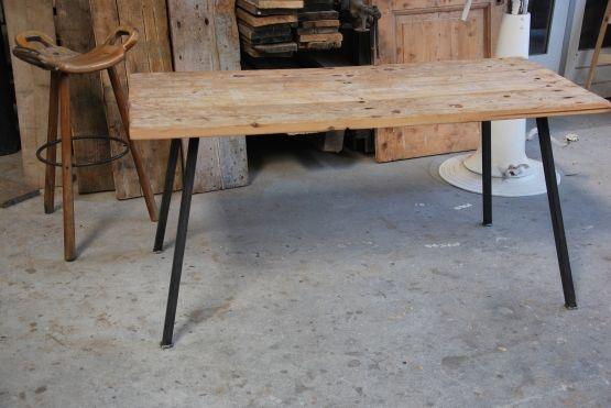 FeelGood Market online:Tafel van oud hout met stalen poot