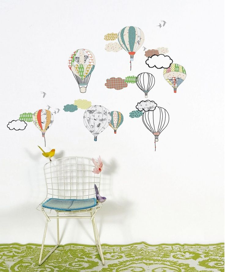 dhesivo viaje en globo para volar en lo más alto, ideal para decorar la habitación de los más pequeños. Se pueden aplicar a todas las superficies lisas: paredes, muebles, cristales, espejos... y ¡muy fácil de quitar! Da la sensación de que se ha pintado el dibujo sobre la pared. Incluye instrucciones.