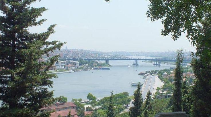 Reporter Henk vertelt over zijn trip naar Istanbul en heeft enorm veel tips voor een bezoek aan deze prachtige stad. Bovendien verklapt hij een aantal minder bekende plekjes die absoluut de moeite waard zijn om te bezoeken!