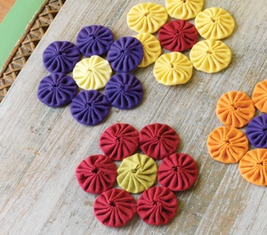 Fabric yo yo flower pattern