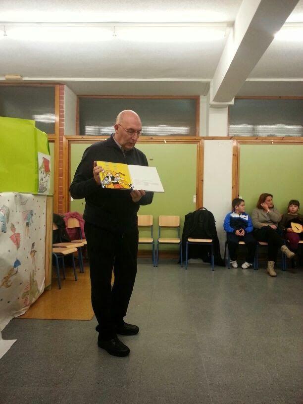 """""""El regalo"""" es un cuento infantil que gusta a peques y mayores. En nuestra última sesión del Club de Lectura, fue leído por Juan Mata, gran comunicador. Buen comienzo de altura para nuestro Club de Lectura."""