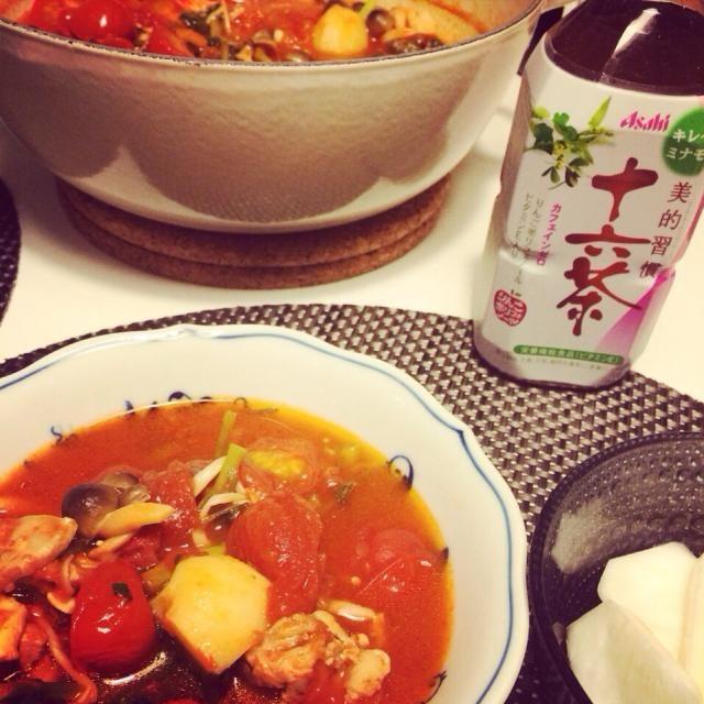トマト鍋にクレソン一束をざっくり入れると、一味違って美味しいです^_^ クレソン上手く写せませんでしたが…(._.) - 7件のもぐもぐ - ヘルシートマト鍋(クレソンver.)  十六茶とともに♡ by takako