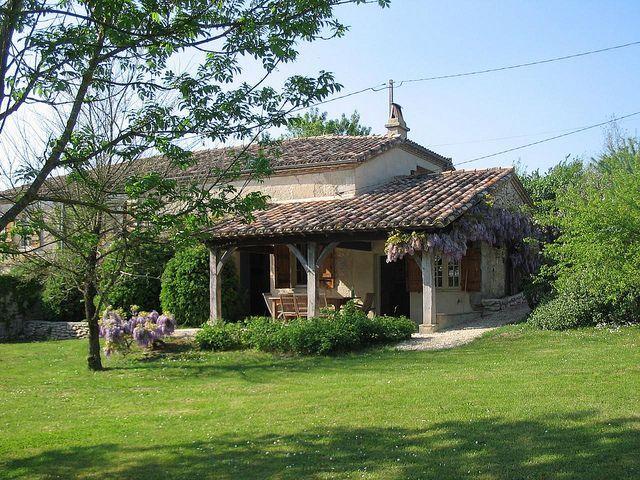 Nederlands stel renoveerde 5 oude streekhuizen tot prachtige vakantievilla's op een heuveltop in de Lot-et-Garonne.
