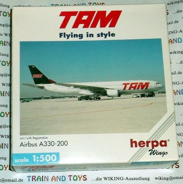 """herpa wings Maßstab 1:500  Airbus A 330 200 Fluggesellschaft """"TAM"""""""