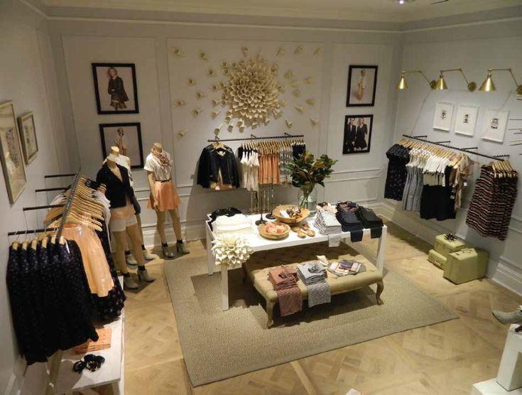muted clay & apricot off navy & white with accents of print  #clubmonaco #southcoastplaza #reopening