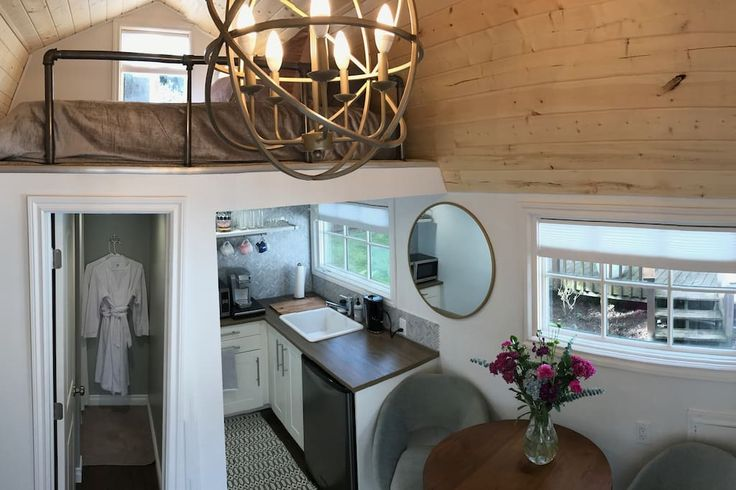 House in Portland, United States. A lovely tiny house with thoughtful details and quiet seclusion.  Our little guesthouse was built with our own two hands with cute details and amenities! This space may be small, approximately 120 square feet, but it is not lacking in luxury. Quee...