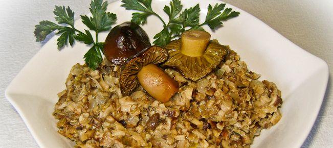 Грибная икра ========================== Для тех, кто постится - рецепт приготовления вкусной и сытной икры из свежих, или замороженных, или сушеных, или соленых, или маринованных грибов. Актуально к Рождеству :-)