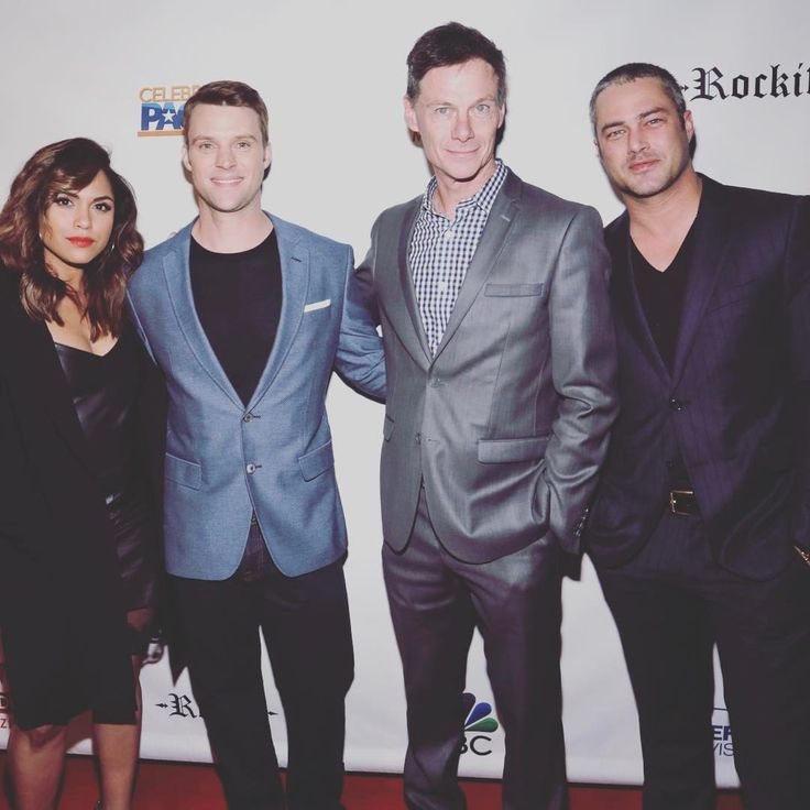 """Mi piace"": 407, commenti: 4 - TV Guide Magazine (@tvguidemagazine) su Instagram: ""Monica Raymund, Jesse Spencer, TV Guide Magazine publisher Paul Turcotte & Taylor Kinney on the red…"""