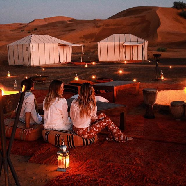 Dumb dumber and dumbest do the desert 🐪🐪 if this was sex and the city Jamie would definitely be Miranda.... @merzouga_luxury_desert_camps__