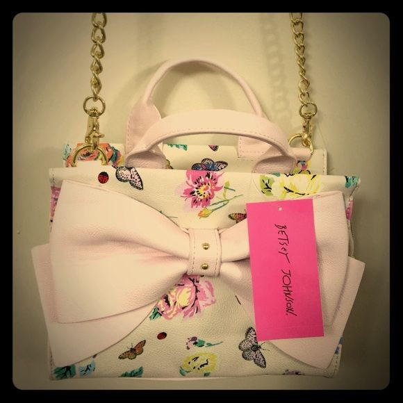 Betsy Johnson Crossbody bag Betsey Johnson Crossbody bag new with tag msrp$88 super cute flower printed ☘and pink bow Have any question please let me know ✨ Betsey Johnson Bags Crossbody Bags