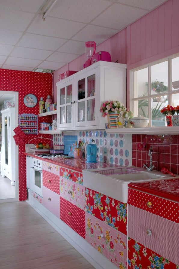 what a cute kitchen