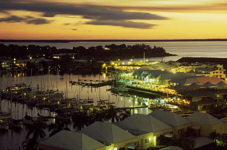 Coucher de soleil sur la marina de Cullen Bay.