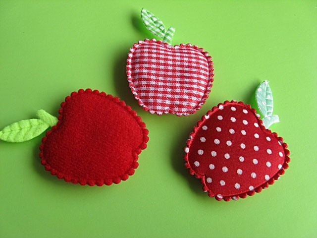 Apple magnets (Rood) @Tizzalicious #tizzaliciouspinandwin...idea for embellishments  .