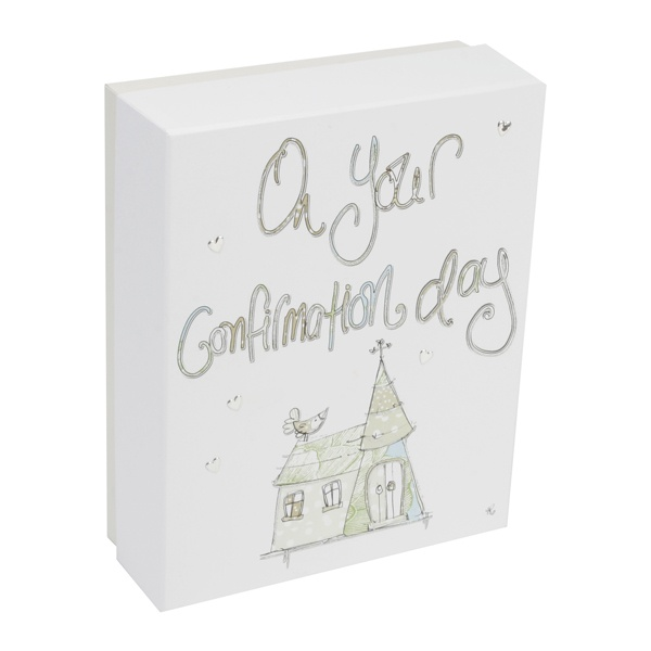This keepsake box makes a lovely gift idea for a child or teenager celebrating their Confirmation day and will be cherished for years to come once it's been filled with all of their precious keepsakes from the special day.