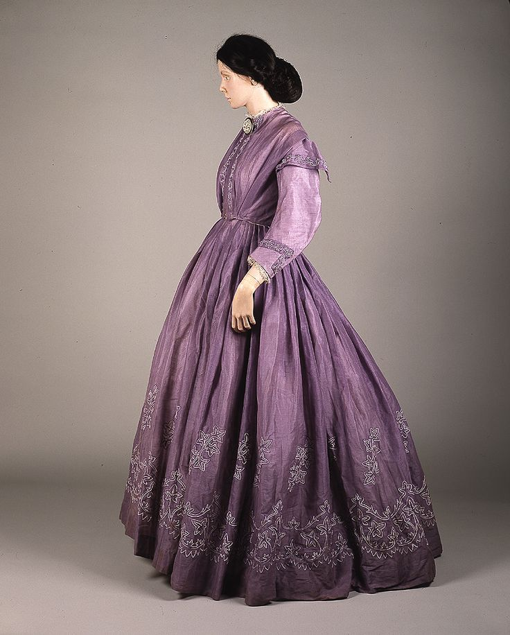 American Duchess - Lilac colored tamboured muslin (cotton) day dress - 1860s- The Glasgow Story