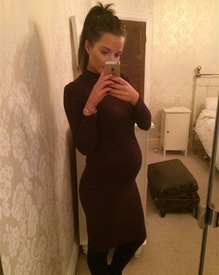 Pregnant Helen Flanagan glommed up her baby bump in a skin-tight frock [Helen Flanagan/Instagram]