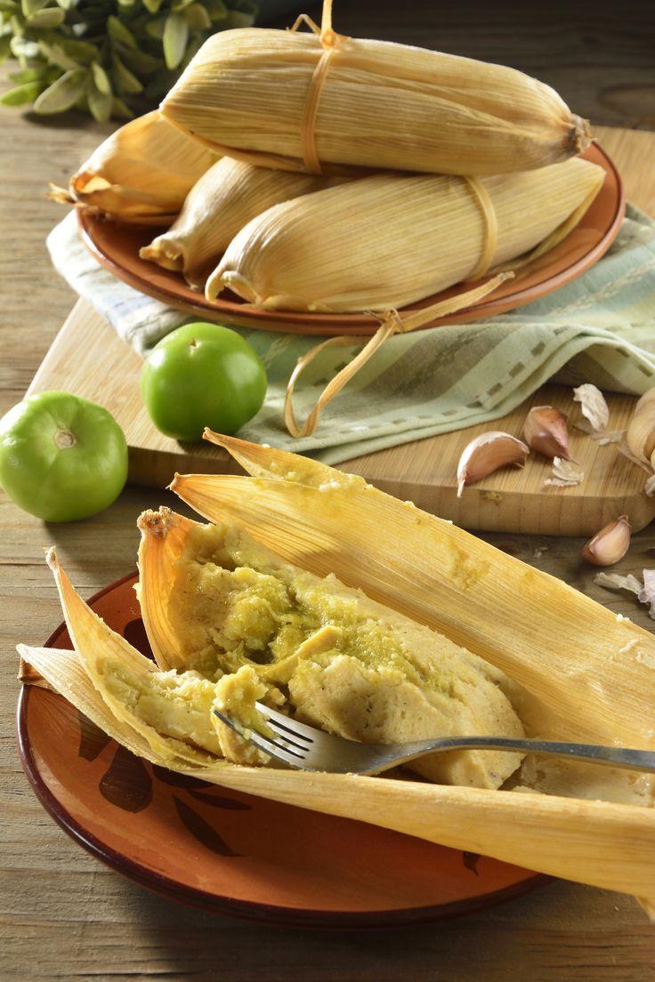 No hay platillo más mexicano que unos ricos tamales verdes. Aquí te presentamos una versión simplificada de la clásica preparación , eso sí, sin perder su delicioso y tradicional sabor.