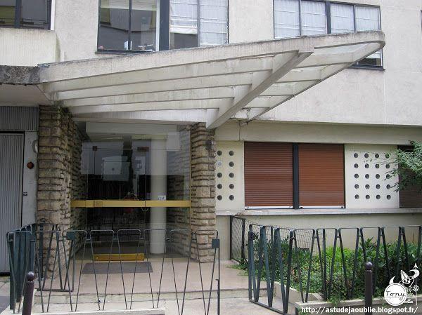 Paris 16ème - Entrée d'immeuble.  Architecte: Rémy Le Caisne  construction: 1952…